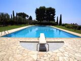 Le plancher de la piscine