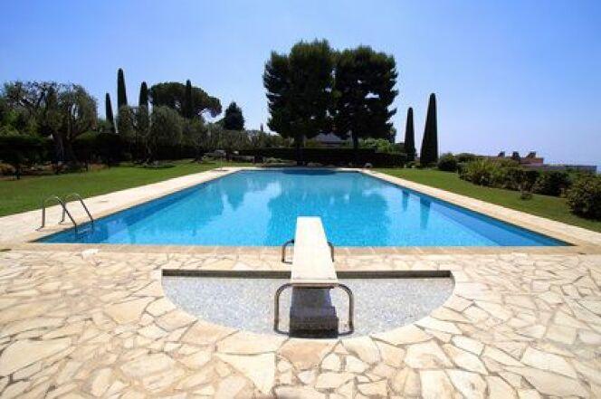 """Le plancher de piscine, un élément à ne pas négliger. <span class=""""normal italic petit"""">© Fotolia</span>"""