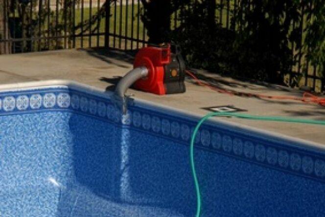 """Pompe d'évacuation d'eau <span class=""""normal italic petit"""">© Fotolia</span>"""