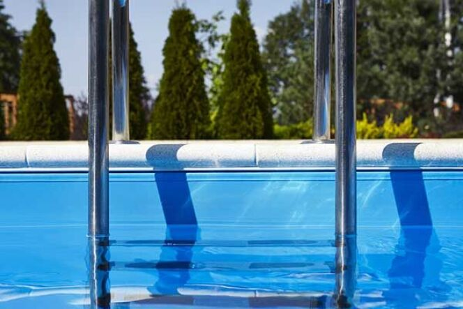 """Pooly, la piscine complète en toute simplicité, par Dugain<span class=""""normal italic petit"""">© Piscines Dugain</span>"""
