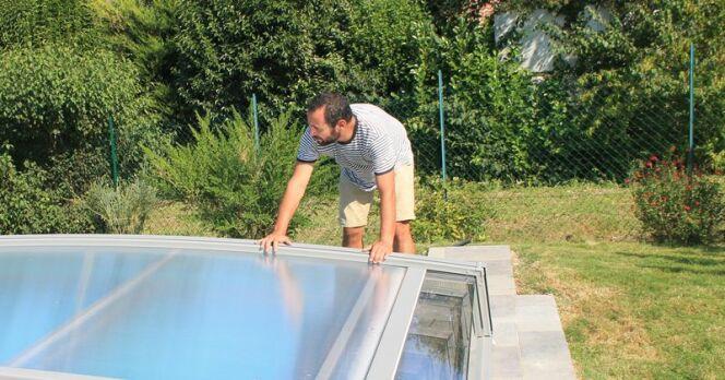 """Pose d'un abri de piscine : les étapes<span class=""""normal italic petit"""">© Azenco</span>"""