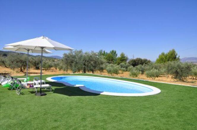 """Pour construire votre piscine sur un sol argileux, il est nécessaire de prendre ds précautions. <span class=""""normal italic petit"""">© USGirl - Thinkstock</span>"""