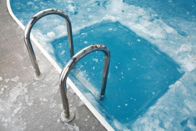 Le gel peut provoquer de nombreux dégâts dans votre piscine !