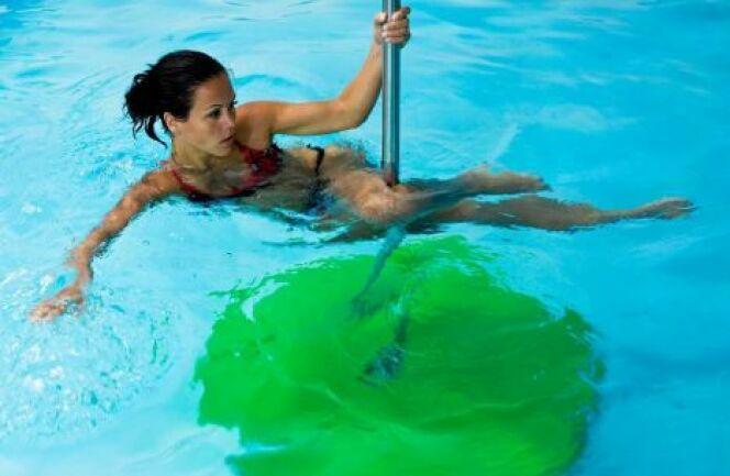 "Pratiquer la Poolbar/Aquajumping dans sa piscine<span class=""normal italic petit"">DR</span>"