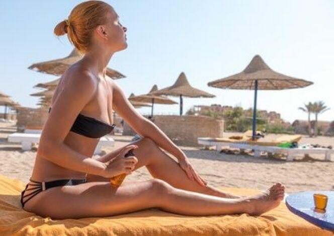 "Prendre soin de sa peau à la plage ou à la piscine<span class=""normal italic petit"">© Nikita Buida - Fotolia.com</span>"