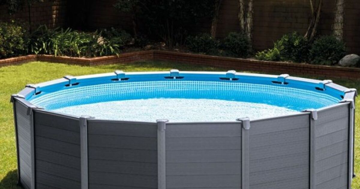 Pr paration du terrain du sol pour pose d une piscine for Installer une piscine