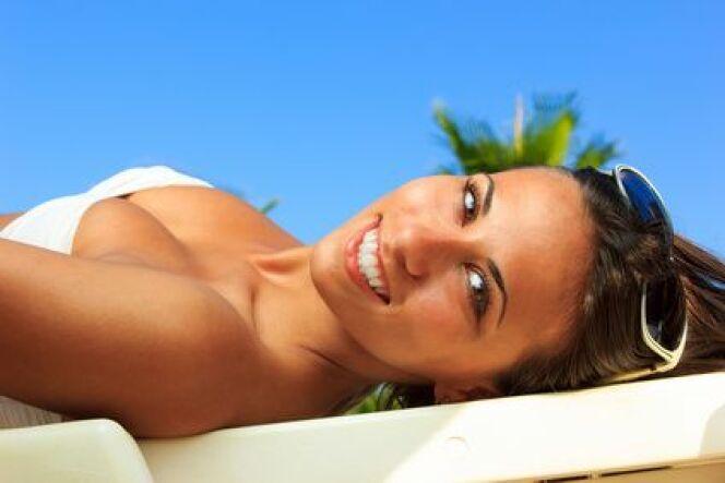 """Préparez votre peau au bronzage pour afficher un teint doré sans excès de soleil.<span class=""""normal italic petit"""">© Netfalls - Fotolia.com</span>"""