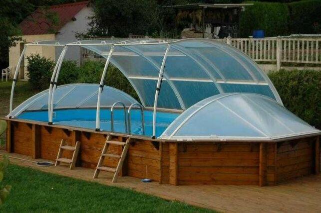 Le prix d'un abri de piscine hors sol varie selon sa taille et sa solidité.