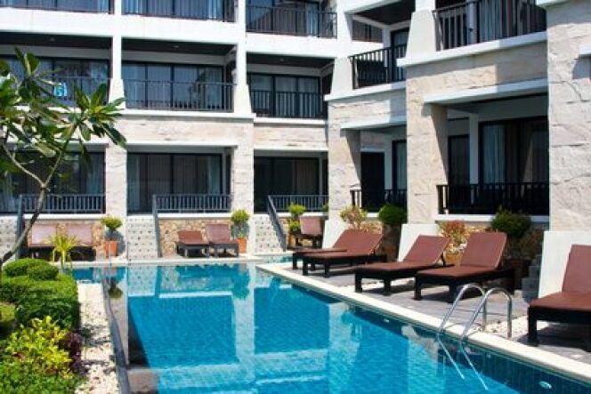 """Proches des stations thermales, les résidences proposent des appartements meublés avec balcons et piscine.<span class=""""normal italic petit"""">© OlegD - Fotolia.com</span>"""