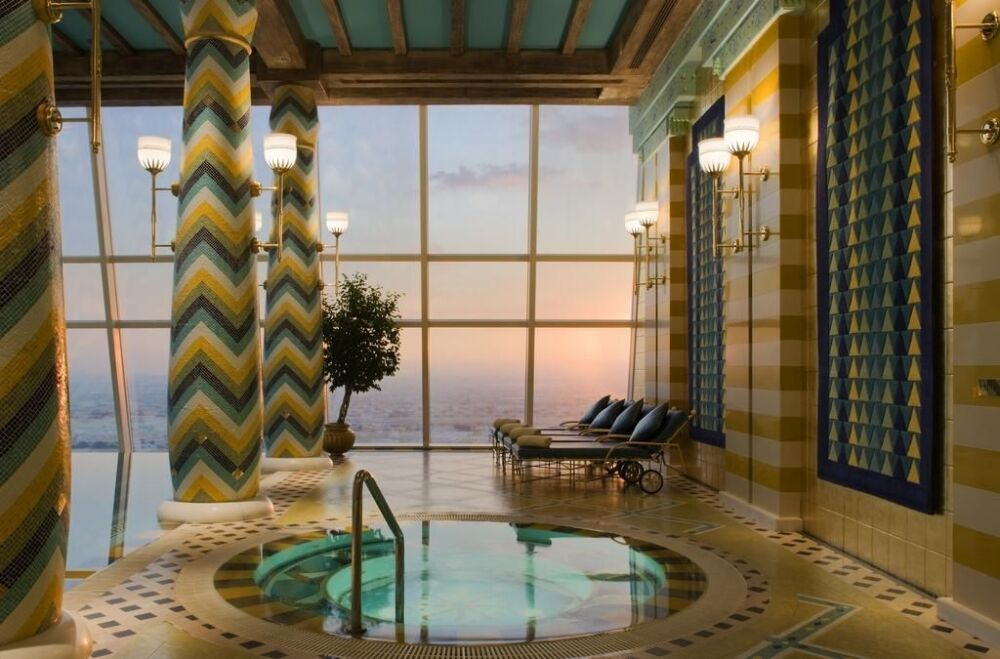 Profitez d'un bain relaxant dans ce spa intérieur© Hôtel Burj-al-Arab