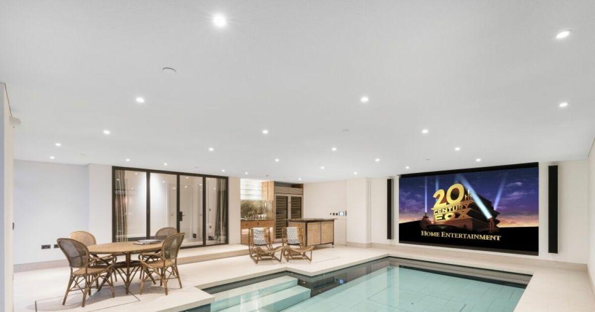 une s ance de cin ma dans votre piscine. Black Bedroom Furniture Sets. Home Design Ideas
