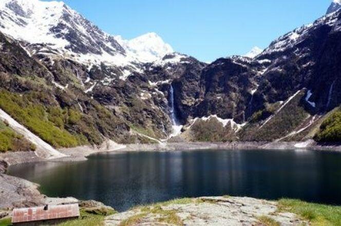 Profitez de votre cure thermale dans les Pyrénées pour admirer les lacs de montagne.