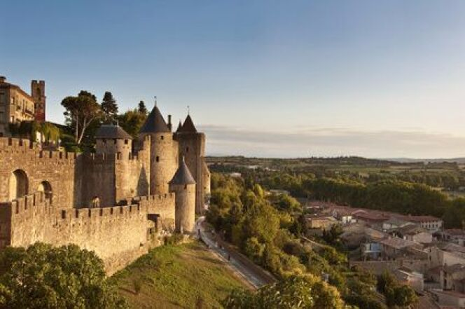 """Profitez de votre cure thermale en Languedoc-Roussillon pour découvrir la cité médiévale de Carcassonne.<span class=""""normal italic petit"""">© Delphimages - Fotolia.com</span>"""