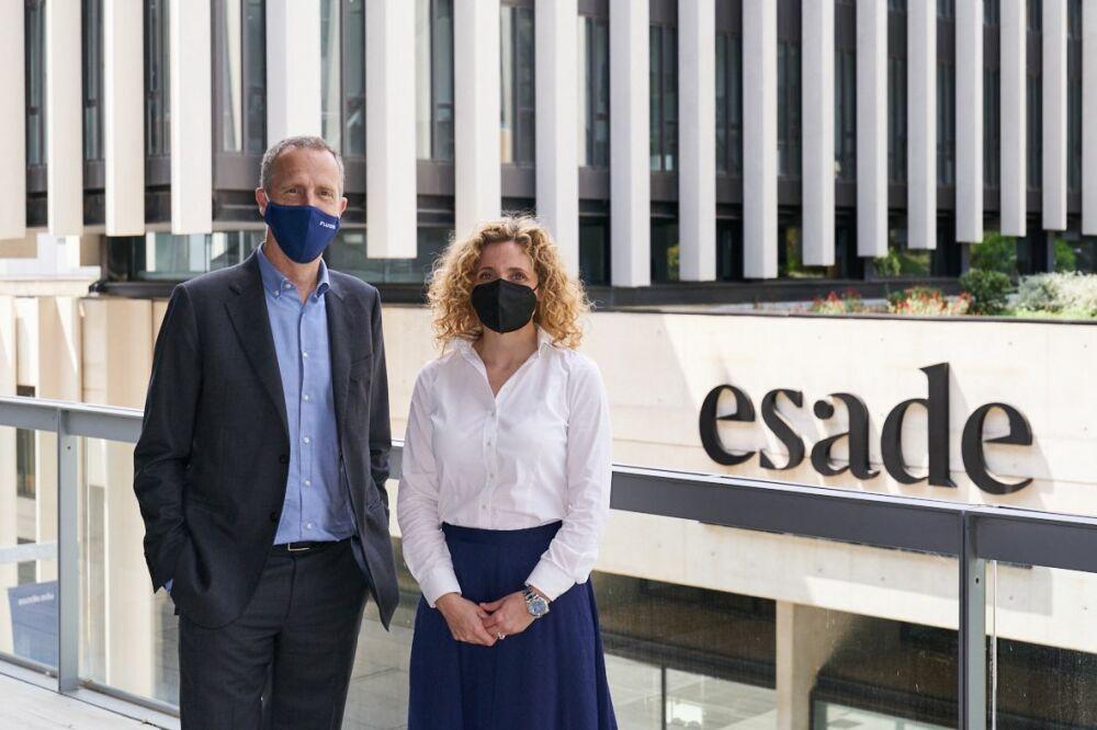 Olaya García Lancha etXavier Tintoré Segura sur le campus de l'Esade.© Fluidra / Esade