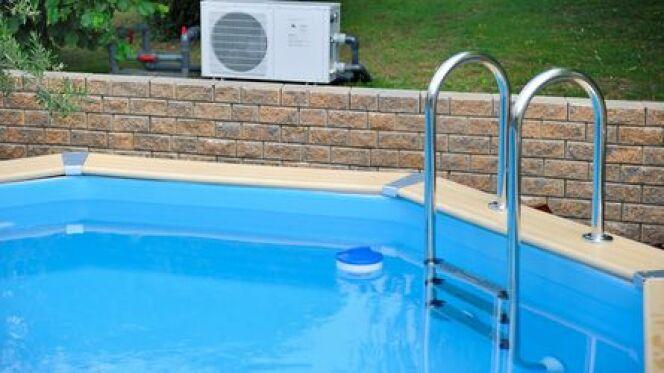 """La promo de piscine hors-sol : une opportunité de trouver une piscine moins chère.<span class=""""normal italic petit"""">© asaflow - Fotolia</span>"""