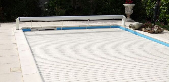 """Promo sur le volet de piscine Sigma jusqu'au 30/11/2015<span class=""""normal italic petit"""">DR</span>"""