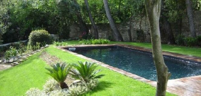 """Qu'est-ce qu'un skimmer de piscine et comment choisir son emplacement ?<span class=""""normal italic petit"""">© Caron</span>"""