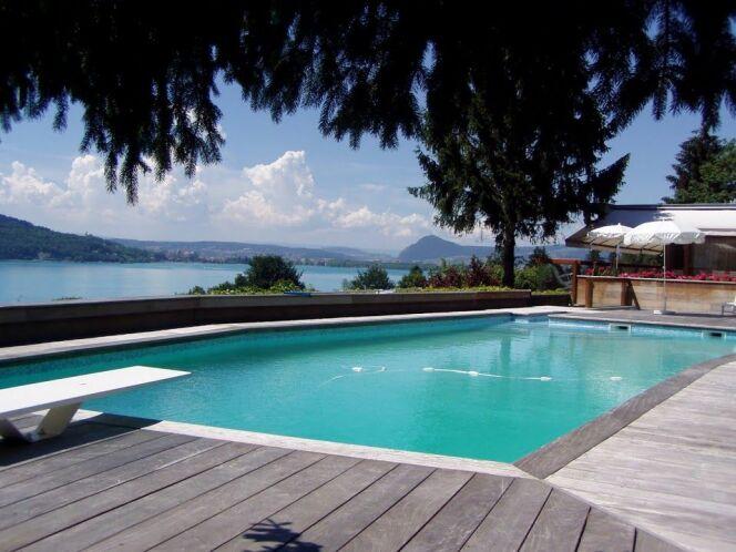 """Quel matériau choisir pour votre piscine ? <span class=""""normal italic petit"""">© Piscines de France</span>"""