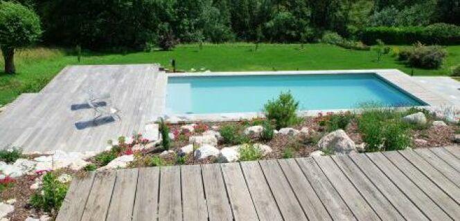 """Quelles fleurs planter à coté d'une piscine ?<span class=""""normal italic petit"""">© L'Esprit Piscine</span>"""