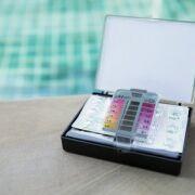 Quels outils d'analyse et de mesure pour l'eau d'une piscine ?