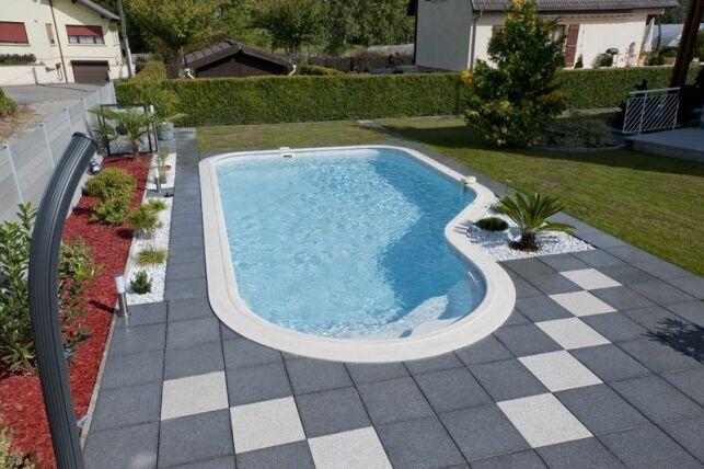 Les raccords de la piscine ne sont pas visibles, mais indispensables pour éviter les fuites dans la plomberie.