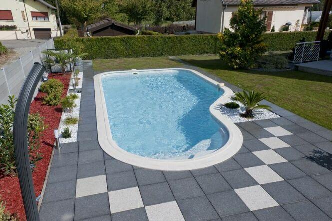 """Les raccords de la piscine ne sont pas visibles, mais indispensables pour éviter les fuites dans la plomberie. <span class=""""normal italic petit"""">© waterair</span>"""