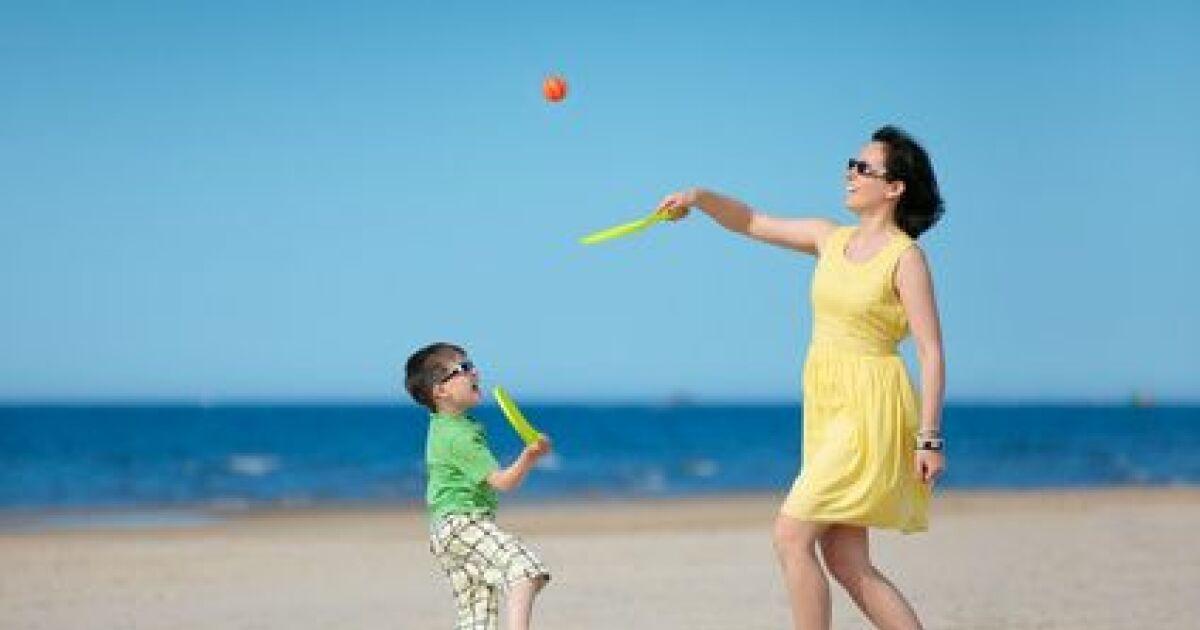 les raquettes de plage pour jouer au beach ball et beach tennis. Black Bedroom Furniture Sets. Home Design Ideas