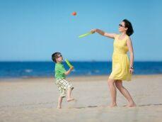 Les raquettes de plage pour jouer au beach ball et beach tennis