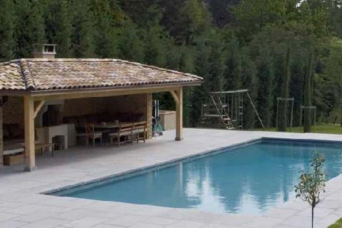 Construire Un Pool House le pool house de piscine : un espace de rangement dédié à la