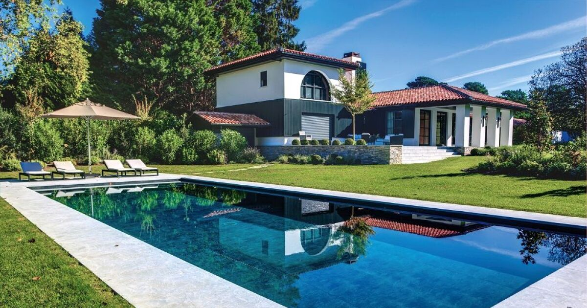 piscine familiale carr bleu piscine enterr e piscines carr bleu. Black Bedroom Furniture Sets. Home Design Ideas