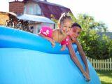 Comment redresser une piscine autoportée qui penche ?