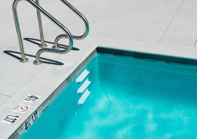 Régulateur de niveau d'eau de piscine