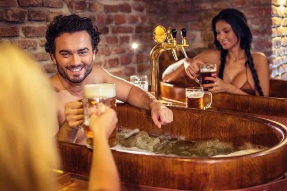 Relaxez-vous dans un spa à la bière et dégustez-en dans les Beer Spas© beerspa.com