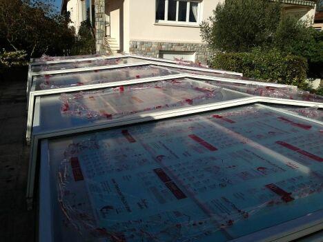 """chantier remplacement plaques d'abri en polycarbonate avant <span class=""""normal italic petit"""">DR</span>"""