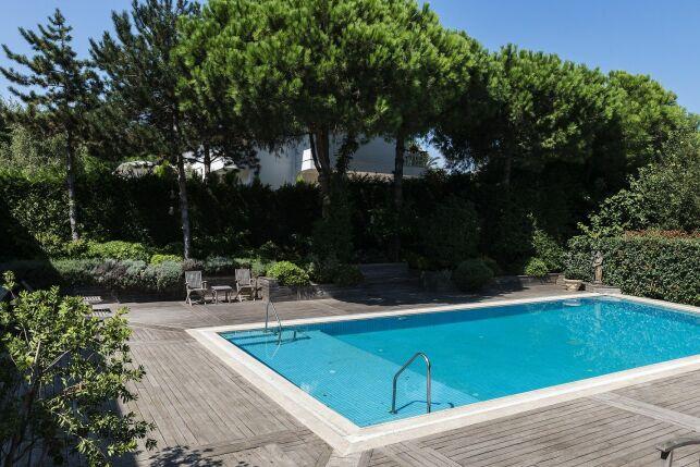 Rendre une piscine privée accessible à une personne à mobilité réduite