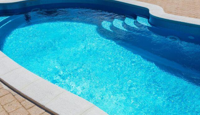 Rénover les margelles d'une piscine
