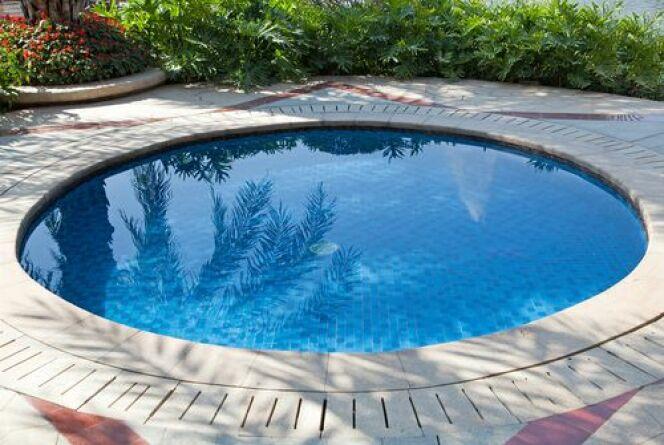 r nover ou changer le rev tement d une piscine. Black Bedroom Furniture Sets. Home Design Ideas