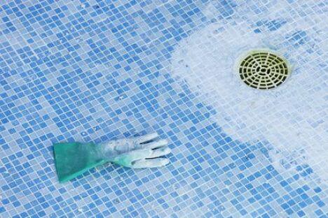 "Rénover un ancien bassin<span class=""normal italic petit"">© Fotolia</span>"