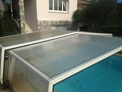 """chantier remplacement plaques d'abri en polycarbonate avant <span class=""""normal italic petit"""">© lac'eau abris piscines</span>"""