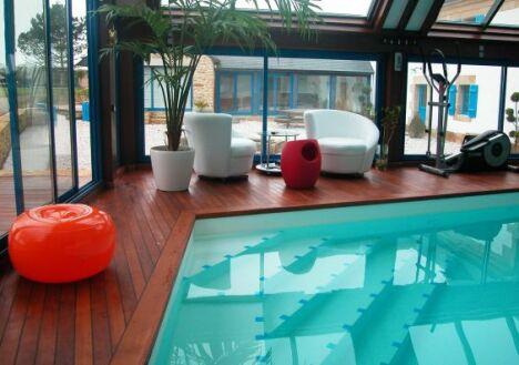 """Repos et détente caractérisent les piscines bien-être<span class=""""normal italic petit"""">© L'Esprit piscine</span>"""