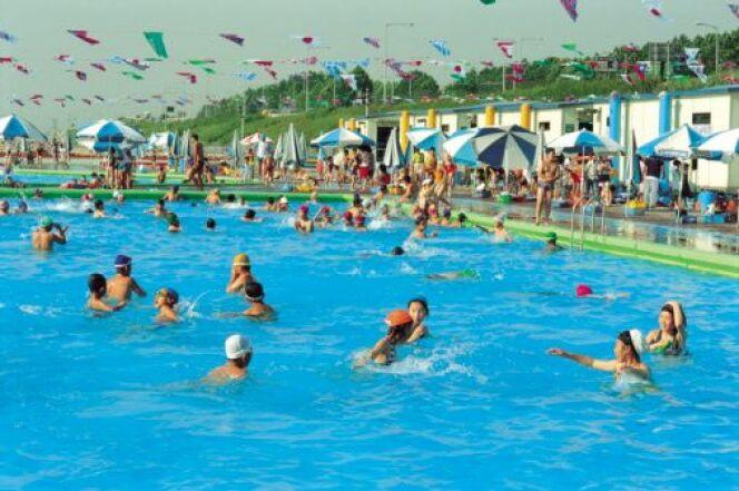 """Réussir à nager dans une piscine bondée<span class=""""normal italic petit"""">DR</span>"""