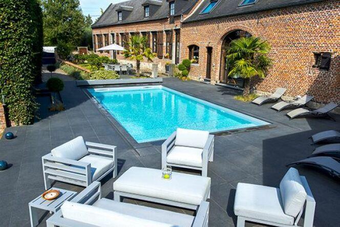 """Réussir l'aménagement d'un jardin avec piscine<span class=""""normal italic petit"""">© Aquilus Piscines et Spas</span>"""