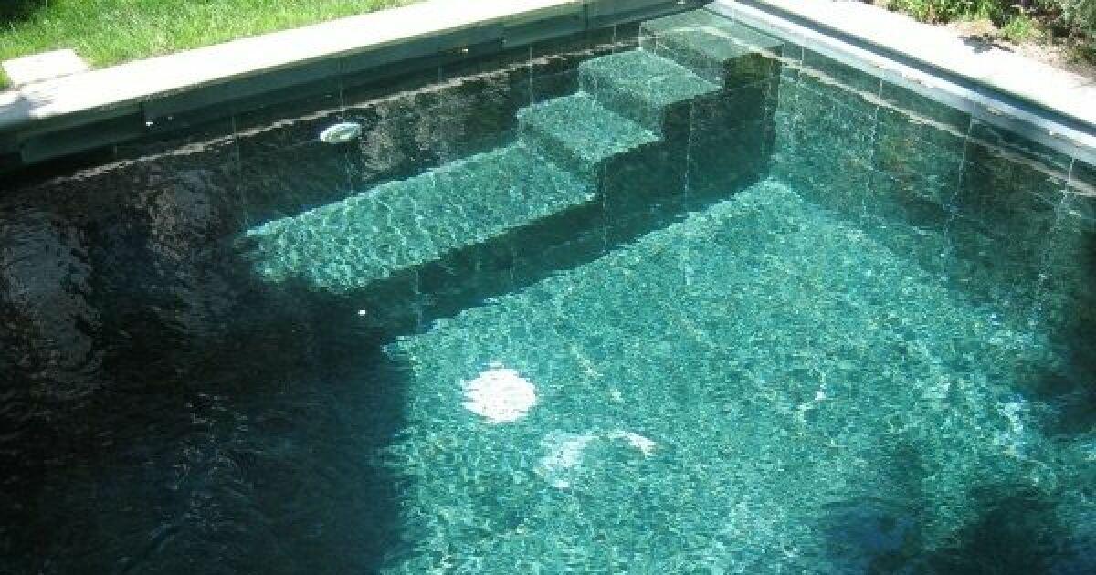 rev tement de piscine en quartz. Black Bedroom Furniture Sets. Home Design Ideas