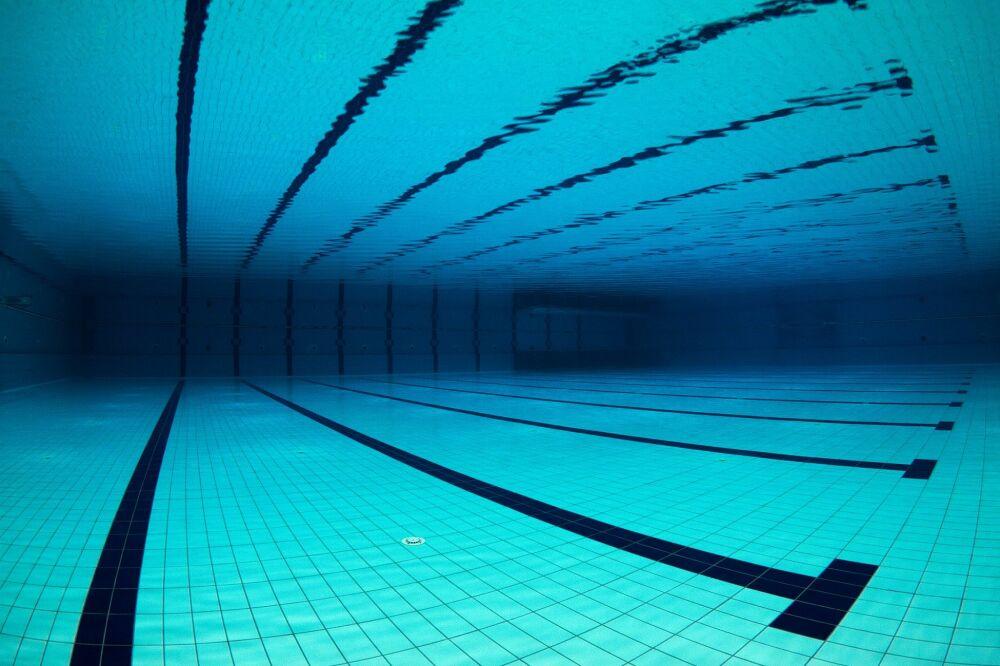 Revue de presse - Les Echos : Les spécialistes de la piscine espèrent rénover 500 bassins publics© UnderTheSea - shutterstock.com