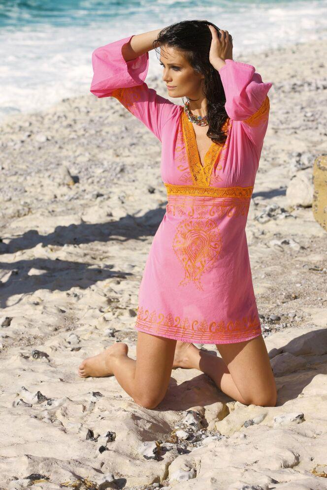 Robe de plage rose et orange brodée Oahu par LingaDore