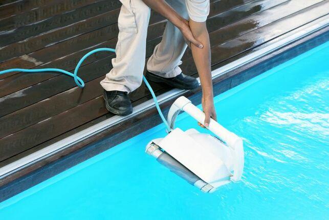 Robot de piscine qui ne monte plus sur les parois : causes et solutions