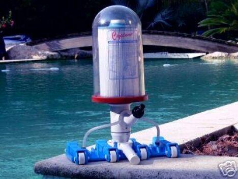 "Robot nettoyeur et aspirateur piscine Cyclone<span class=""normal italic petit"">© Cyclone</span>"
