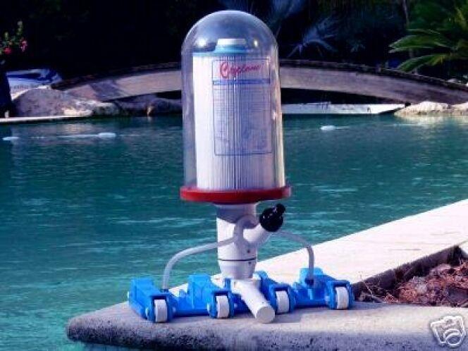 En image 10 accessoires pour le nettoyage de la piscine for Piscine et accessoires