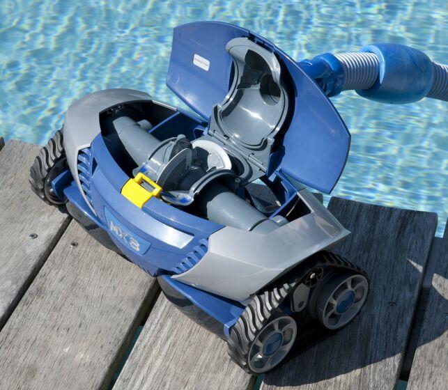 Acheter un robot de piscine d'occasion vous permettra de faire de grandes économies.