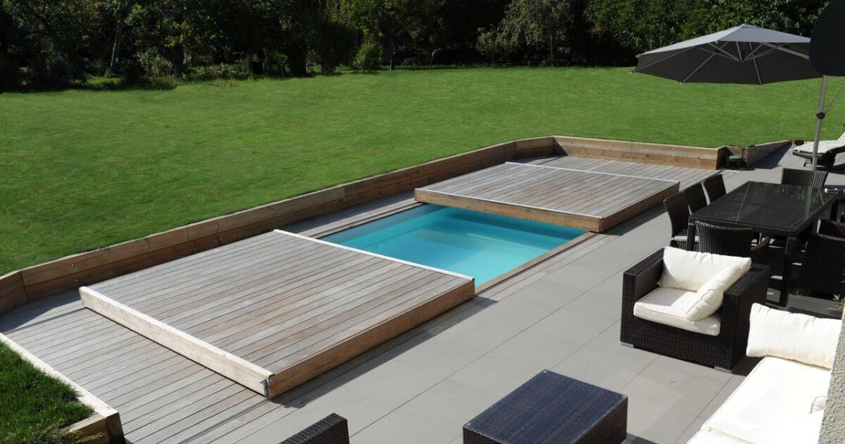Piscinelle propose son rolling deck moiti prix for Construction de piscine prix